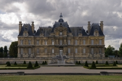 Domaine national : Château de Maisons-Laffitte - This building is classé au titre des Monuments Historiques. It is indexed in the Base Mérimée, a database of architectural heritage maintained by the French Ministry of Culture,under the reference PA00087491 .