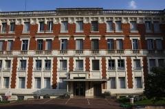 Immeuble dit Hôtel Royal - English: Hôtel Royal located at 1 Louvois avenue et Henry Marcel avenue in Maisons-Laffitte, France. Nowdays a private hospital.