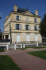 Pavillon - English: L'Ermitage school at 2 Eglé avenue in Maisons-Laffitte, France.