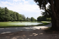 Château - English:   Castel of Rochefort-en-Yvelines, France. A golf course is located in the park.