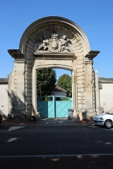 Abbaye Notre-Dame-des-Anges - English: Portal of the Abbey of Our Lady of Angels of Saint-Cyr-l'École, France