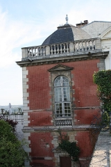 Restes du château Neuf - English: Pavillon Henri IV (remains of the Château Neuf castle) located 19, 21 Thiers street in Saint-Germain-en-Laye, France.