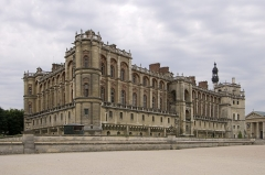 Domaine national de Saint-Germain-en-Laye, actuellement Musée des Antiquités Nationales - This building is indexed in the Base Mérimée, a database of architectural heritage maintained by the French Ministry of Culture, under the reference PA00087611 .