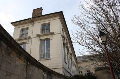 Grande écurie du Roi (ancienne ou Quartier du Luxembourg - English:   Old King\'s big stable located 2 place Royale in Saint-Germain-en-Laye, France.