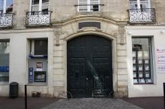 Hôtel de La Feuillade - English: Hôtel de La Feuillade located 24 Vieil-Abreuvoir street in Saint-Germain-en-Laye, France.