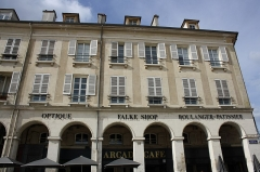 Immeubles - English:   Buildings located 2 to 8 Marché-Neuf place in Saint-Germain-en-Laye, France.
