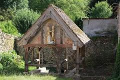 Fontaine de Sainte-Mesme - English:   Fountain of Sainte-Mesme, France
