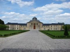 Ancien couvent de la Reine, actuellement lycée Hoche - Français:   Lycée Hoche (arrière cour) 73 avenue de Saint-Cloud Versailles