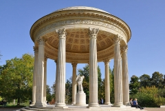 Domaine national de Versailles - English: Temple of Love in the gardens of the Petit Trianon at Gardens of Versailles in Versailles,  department of Yvelines in France.