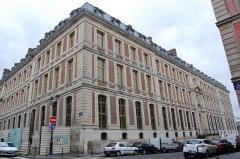 Domaine national : ancien grand commun (hôpital militaire Dominique Larrey) - English: The Grand commun of the Château de Versailles, from the rue Saint Julien