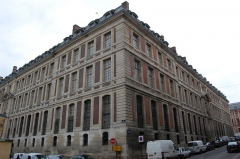Domaine national : ancien grand commun (hôpital militaire Dominique Larrey) - English: The Grand commun of the Château de Versailles, from the rue des Recollets