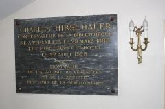 Hôtel des Affaires Etrangères - English: Sign in Hôtel des Affaires étrangères et de la Marine located 5 rue de l'Indépendance-Américaine in Versailles, France. This place is a National Heritage Site of France.