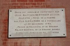 Hôtel du Ministère de la Guerre - English: Sign near the entrance portal of the Hôtel de la Guerre located 3 rue de l'Indépendance-Américaine in Versailles, France. This place is a National Heritage Site of France.