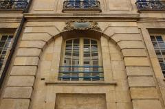 Hôtel de la Poste - English: Hôtel de la Poste is a building located 2 Saint-Julien street in Versailles, France.