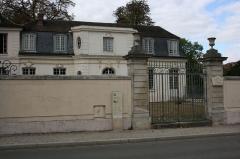 Maison des Italiens ou Maison des Musiciens du Roi - English: Maison des musiciens italiens is a building located 15 Champ-Lagarde street in Versailles, France.