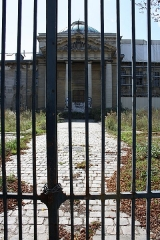 Ancienne Maison de Charité, ancien hôpital Richaud - English: Old Hôpital Richaud entrance located 78 boulevard de la Reine in Versailles, France. This place is a National Heritage Site of France.