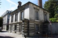 Pavillon de l'octroi (pavillon ouest de la grille Saint-Germain) - English: Pavillon de l'octroi is a building located 33 boulevard du Roi in Versailles, France.