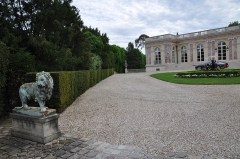 Palais Rose - English:   Palais Rose in Le Vésinet, department of Yvelines, France. The mansion is a replica of Grand Trianon and was built about 1899 for the shipowner Schweitzer.