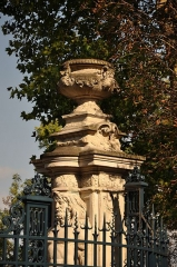 Résidence des Lions - English: Lion's Residence at Bougival in France. The entrance to the domain of Comtesse du Barry the last favourite of Louis XV, king of France