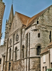 Eglise Notre-Dame - This building is classé au titre des Monuments Historiques. It is indexed in the Base Mérimée, a database of architectural heritage maintained by the French Ministry of Culture,under the reference PA00087892 .