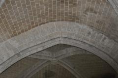 Eglise Saint-Martin - Français:   Déformation d\'un arc dans la nef de la collégiale Saint-Martin à Étampes (Essonne, France)