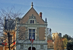 Hôtel de ville - This building is inscrit au titre des monuments historiques de la France. It is indexed in the base Mérimée, a database of architectural heritage maintained by the French Ministry of Culture,under the reference PA00087899 .