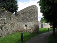 Remparts - Français:   La Tour du Loup. (Étampes, département de l\'Essonne, région Île-de-France).