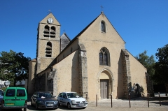 Eglise - English: Saint-Pierre church in Lardy, France.