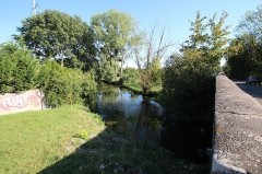 Pont Cornuel (également sur commune de Bouray-sur-Juine) - English: Cornuel bridge on the river Juine between Lardy and Bouray-sur-Juine, France.