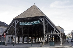 Halle - English:  Builded by the Grand Admiral of France, Mallet Graville, in 1479.