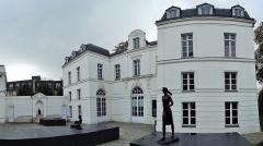 Château de Buchillot - Façade du château Buchillot côté cour, musée Paul Belmondo