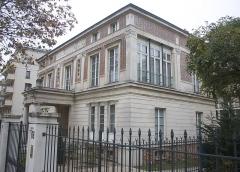 Hôtel Thouret - English: Hôtel Touret (French historical monument) in Neuilly-sur-Seine, France.