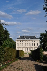 Château - English: Château de Thierry located in Ville d'Avray, department of Hauts-de-Seine in France. Current music school of the city, the buildings is listed as the historical monument of the French Ministry of Culture.
