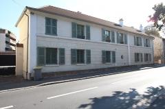 Domaine de Bellevue : Bâtiment des Gardes - Français:   Château de Bellevue, bâtiment des Gardes, situé 61 route des Gardes à Meudon en France.
