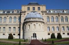 Domaine national de Saint-Cloud (manufacture nationale de porcelaine) - English: Le musée national de Céramique (The National Museum of Ceramics) in Sèvres, France