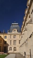 Ancienne abbaye du Val-de-Grâce, puis hôpital militaire - English: Courtyard Broussais of the cloister of Val-de-Grâce in the 5th arrondissement of Paris in France.