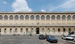Bibliothèque Sainte-Geneviève - English: Façade of the Bibliothèque Sainte-Geneviève, an academic library located on the Montagne Sainte-Geneviève. It was designed in Neo-Grec style by the architect Henri Labrouste (1801–1875). Place du Panthéon, Paris.
