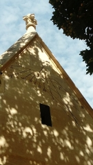 Eglise Saint-Médard - Français:   Cadran solaire sur la façade extérieure de l\'église Saint-Médard, à Paris. Vue depuis le square Saint-Médard, à l\'angle de la rue Censier et de la rue Mouffetard, dans le  5e arrondissement.