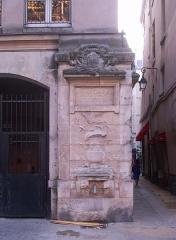 Fontaine Maubuée - English: Fontaine Maubuée, Paris IIIe arrondissement, France.