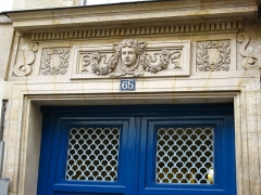 Hôtel de Chatillon  , puis Lamoignon, puis Lesseville - English: Door of the Hôtel Lesseville, 65 rue Galande, Paris