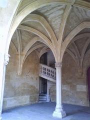 Ancien hôtel de Cluny et Palais des Thermes, actuellement Musée National du Moyen-Age - Site situé au Coeur de Paris Vème Arrondissement Les Jardins sont très agréables, les bâtiments abritent le Musée du Moyen Age
