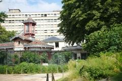 Jardin des Plantes et Museum national d'Histoire naturelle - Le Bâtiments aux Oiseaux et petit mammifères du Jardin des plantes de Paris.