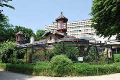 Jardin des Plantes et Museum national d'Histoire naturelle - This building is indexed in the Base Mérimée, a database of architectural heritage maintained by the French Ministry of Culture,under the reference PA00088482 .
