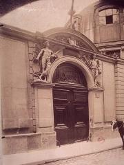 Ancienne académie royale de médecine - English: Rue de l'École-de-Médecine in Paris, entrance of the Institut des Arts décoratifs. Photo by Eugène Atget 1898.
