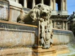 Fontaine du 19e siècle - Русский: Потрясающе красивый фонтан у церкви Сен.Сюльпис в Латинском квартале Парижа.