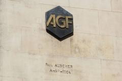 Immeuble - Immeuble de l'ancien magasin Félix Potin au 140 rue de Rennes à Paris en France. Logo des Assurances générales de France.