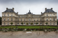 Palais du Luxembourg, actuellement Sénat - This building is indexed in the Base Mérimée, a database of architectural heritage maintained by the French Ministry of Culture,under the reference PA00088653 .