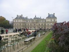 Palais du Luxembourg, actuellement Sénat - Vue depuis le bassin.