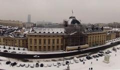 Ecole Militaire - Français:   L\'Ecole Militaire de Paris, vue du ciel (Quadrocopter radio-commandé) sous la neige, le 19 janvier 2013. L\'Ecole militaire a été créée sous Louis XV. Le jeune Napoléon Bonaparte, âgé de 15 ans, y a suivi des cours en 1784.