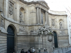 Fontaine des Quatre-Saisons - Fontaine des Quatre-Saison - Edmé Bouchardon - 1745 - Paris 7ème - Vue d'ensemble coté gauche